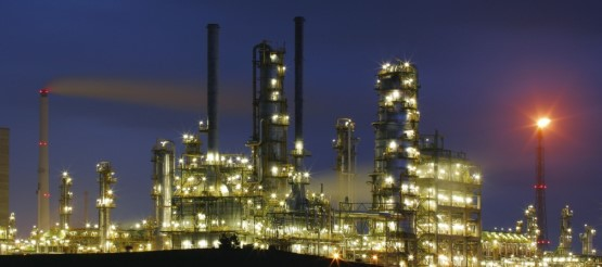 Picture of a Refinery. HOT offers a comprehensive portfolio of refining training courses.